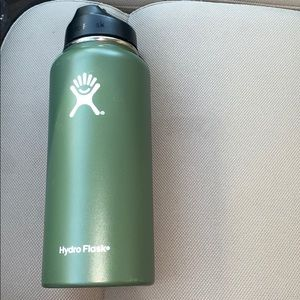Other - 32 oz olive green hydroflask